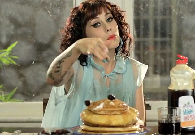 kreayshawn breakfast video