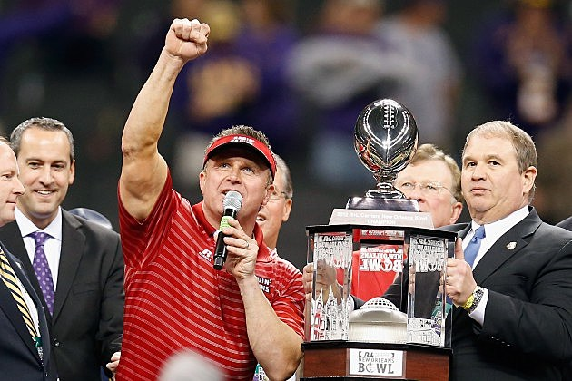 coach mark hudspeth nola bowl trophy