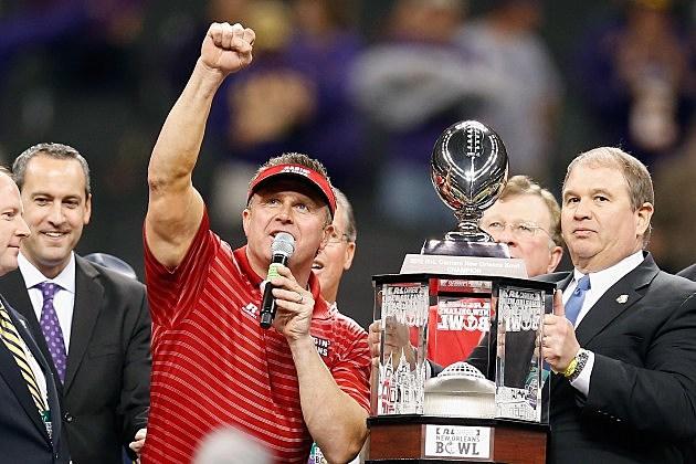 coach mark hudspeth nola bowl trophy