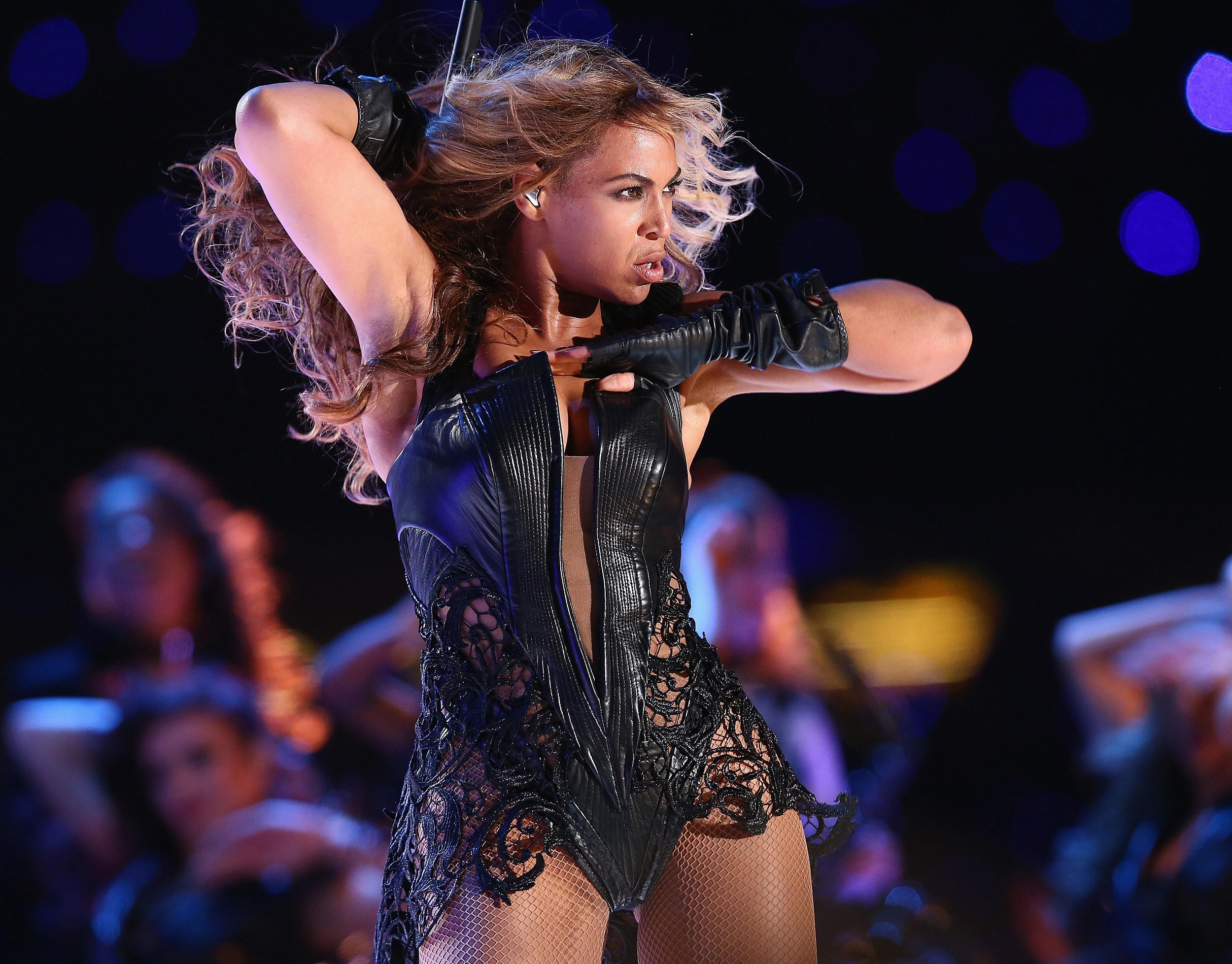 nipple slip wardrobe malfunction Beyonce